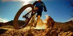 Любителям острых ощущений десятка экстремальных видов спорта.