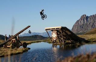 mountain_bike_dirt_jumping