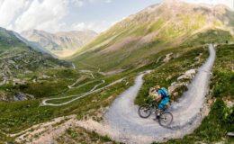 Danny_MacAskill_and_Hans_Rey_mountain_biking_in_Livigno