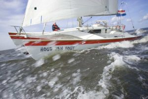 Sailing_trimarans_2