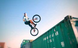 Street_Trial_Danny_Macaskill-Kenny_Belaey-Triboulats-Brothers