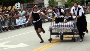 Гонки на кроватях (Bed Racing)