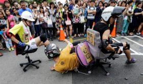 Гонки на офисных стульях