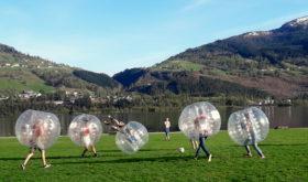Футбол в надувных шарах