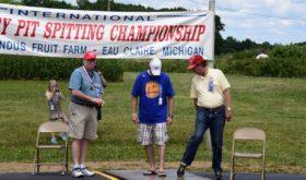 Международный чемпионат по плеванию вишнёвыми косточками.