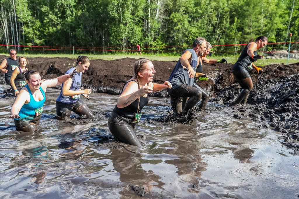 Полоса препятствий в грязи