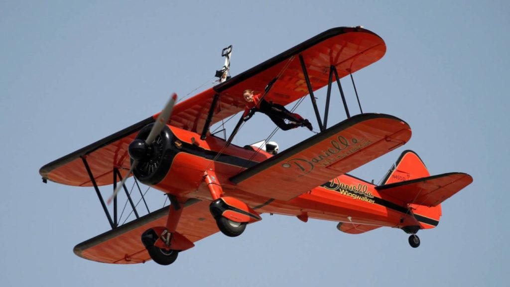 Полёты человека на крыле самолёта как вид экстремального спорта
