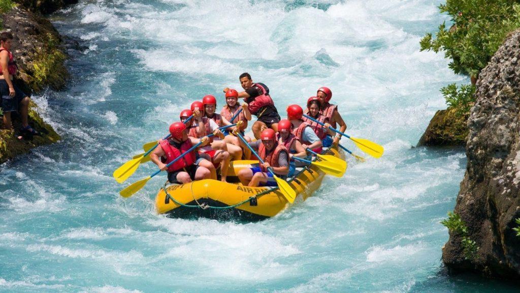 Рафтинг по реке — для экстремалов!