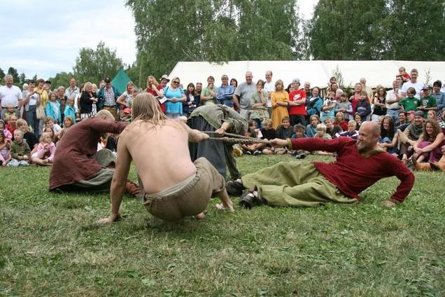 Перетягивание шкур - древний вид спорта