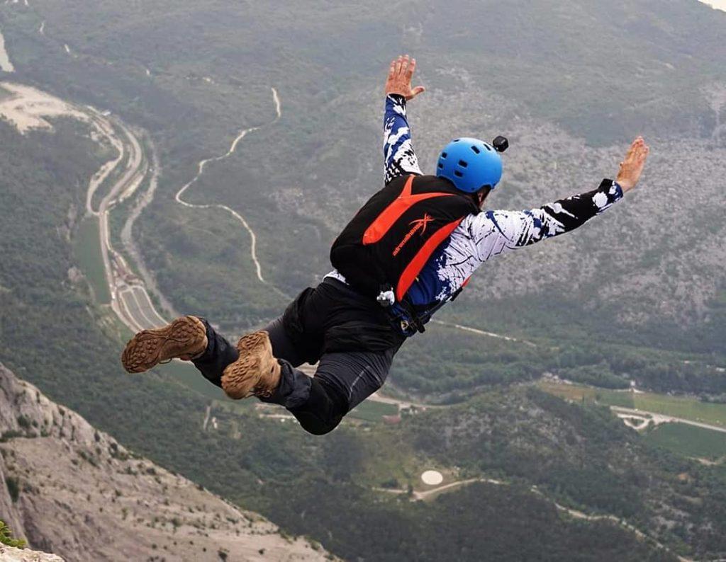 Бейс-джампинг как один из видов парашютного спорта