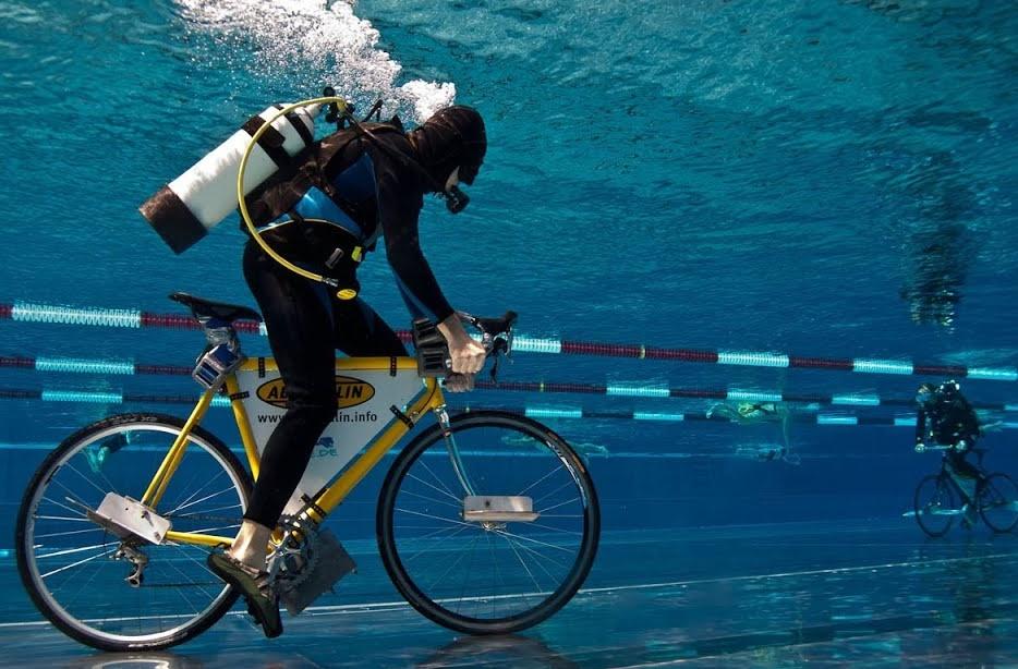 Подводная гонка на велосипедах (Underwater riding, Андерватер райдинг)