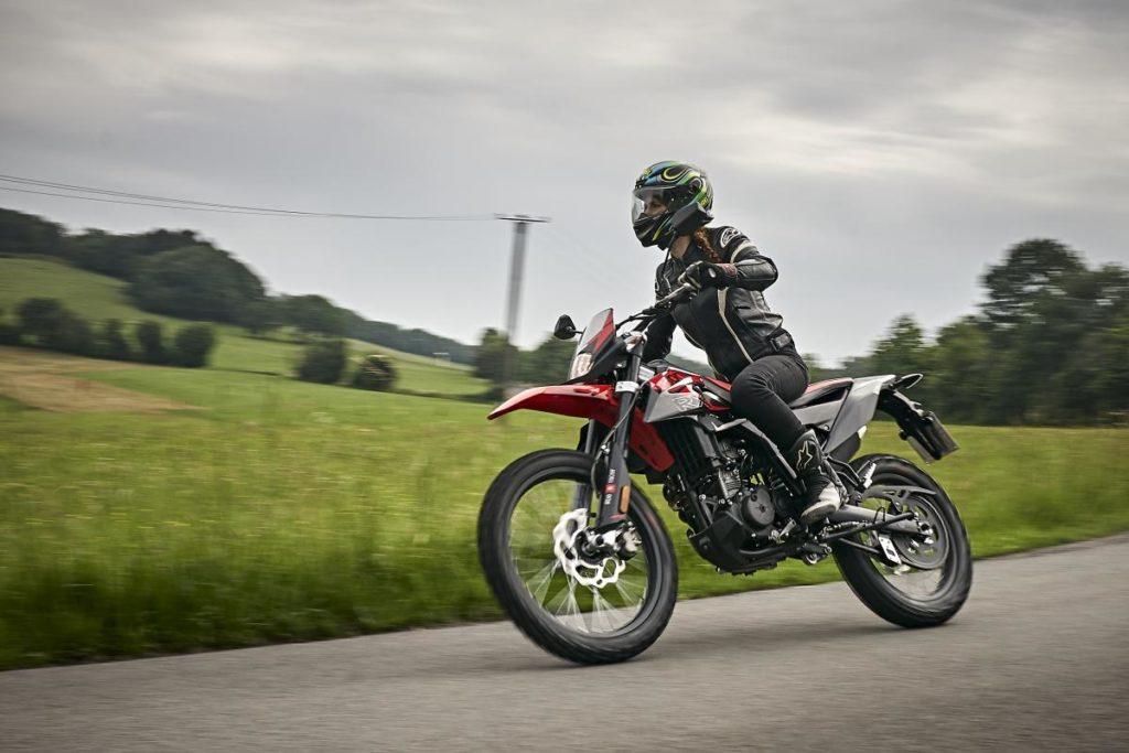 Расколбас (Wobbling) на мотоцикле