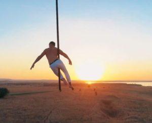 Олег Кольвах – Танец на шесте, закрепленном за корзину воздушного шара