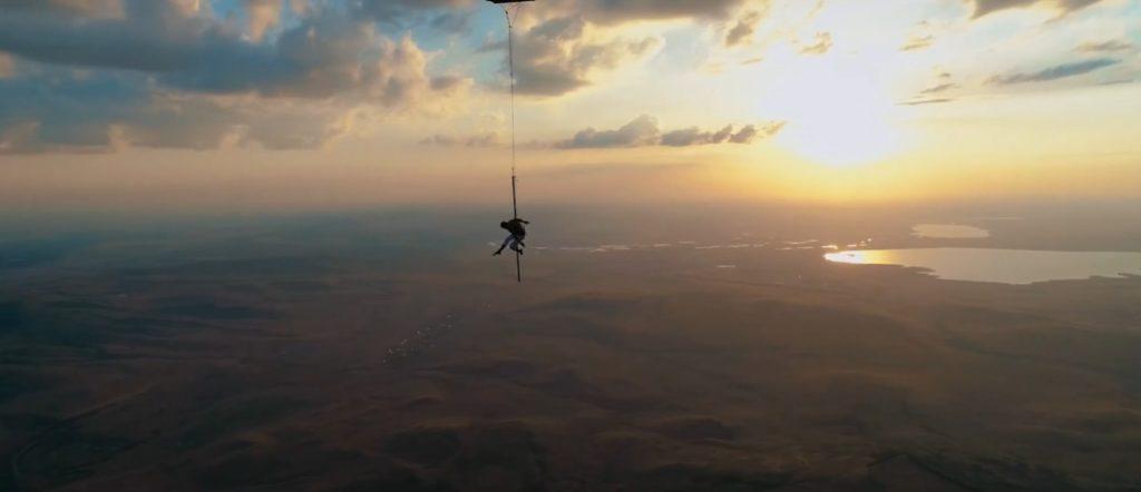Олег Кольвах - Танец на шесте, закрепленном за корзину воздушного шара