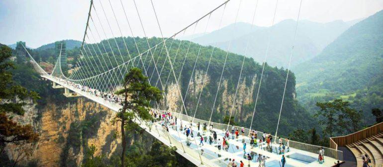 Парк Чжанцзяцзе: стеклянный мост для экстремалов