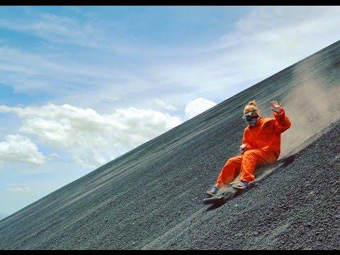 Спуск с вулкана на санках