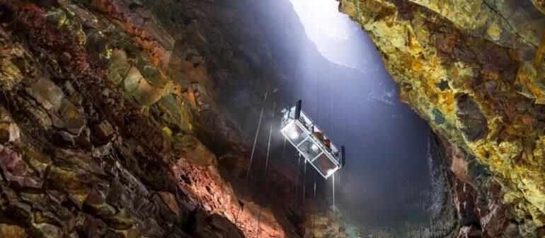 Экстремальный спуск в кратер вулкана Трихнюкайигюр на лифте