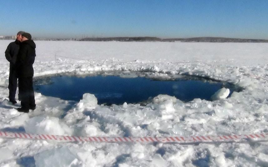 Айсхоул-джампинг - прыжок в ледяную прорубь (ice hole jumping)