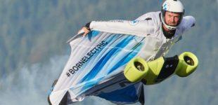 Полет на электрическом костюме-крыле для бейсджампинга и вингсьюта