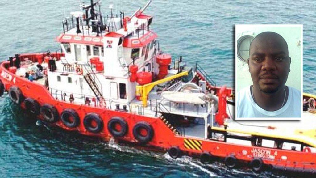 Харрисон Окен (Harrison Okene) выжил под водой на затонувшем корабле