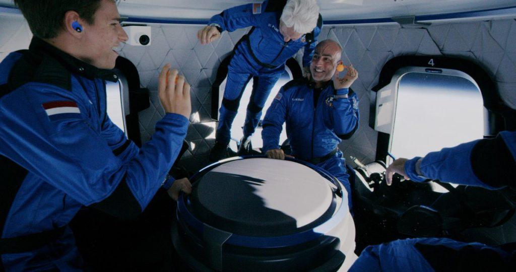 """Полет Джеффа Безоса (Jeff Bezos) в космос или """"Старт космического туризма"""""""